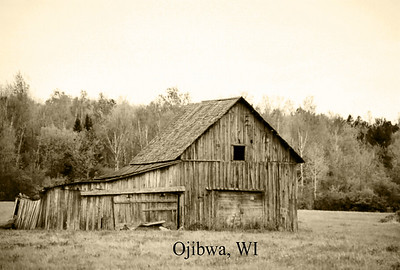 I had an opportunity to visit a place I used to live (Ojibwa, WI).  While I was there I came across a old abandoned barn.  I could resist stopping a grabbing a few images!