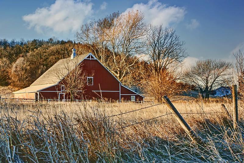 ag-Crescent Barn In Winter