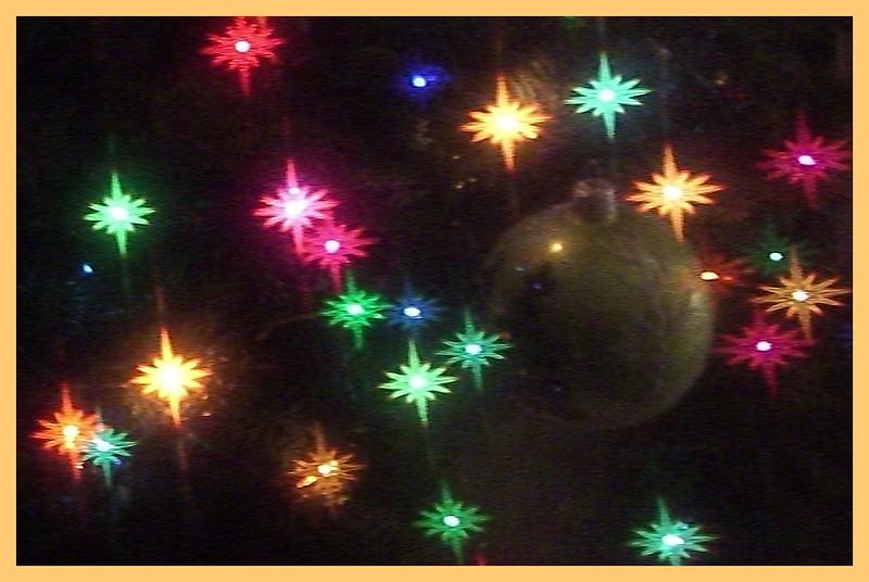 ac-Holiday Lights_ Tree Lites Thru Glasses