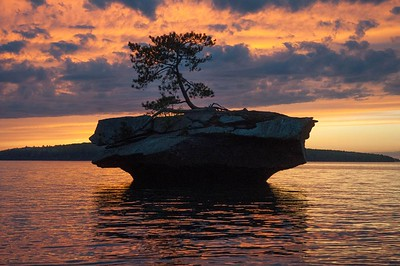 n-island at sunset 2nd Nancy Oudheusden.jpg
