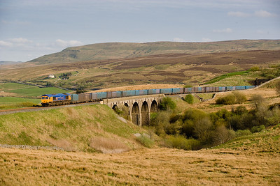 260407 66722 on the 4M91 1316 Cottam-Newbiggin gypsum is seen in the evenining light at Lunds
