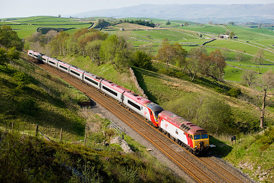 """280407 57303 """"Alan Tracy"""" and Pendolino 390012 on 1M87 1310 Glasgow-Euston is about to enter Birkett tunnel"""