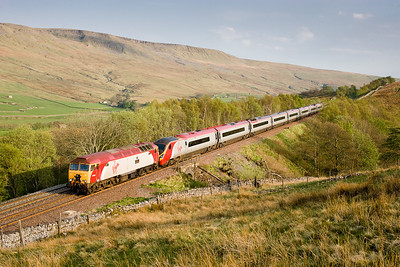 280407 57313 and Pendolino 390039 on 1s63 Euston-Glasgow at the Southern end of Birkett tunnel