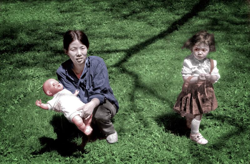 Sunjeon Holding Doll, Una Turns