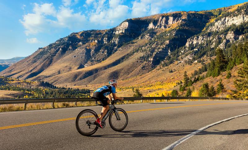 Dimond-Colorado-Autumn-CyclingUphill-UHD