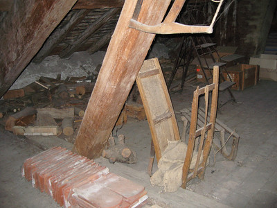 an antique sled in the attic Chez Jaquinet!