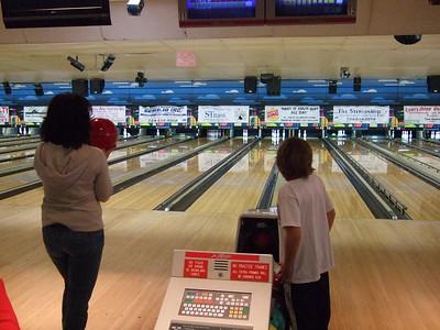 02-09 Caileanna bowling b'day 45