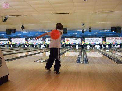 02-09 Caileanna bowling b'day 46