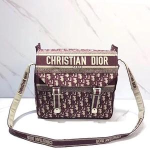 DIOR OBLIQUE DIORCAMP MESSENGER BAG  Messenger bag in burgundy DiorOblique embroidered canv