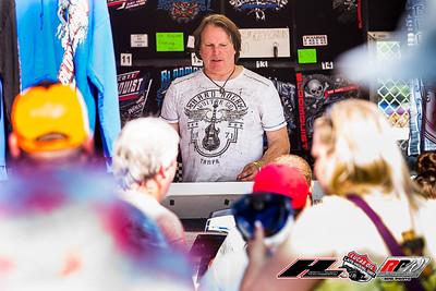 Scott Bloomquist signing autographs