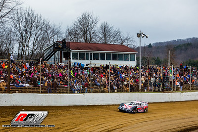 Blake Naylor passes in front of the Atomic Speedway crowd