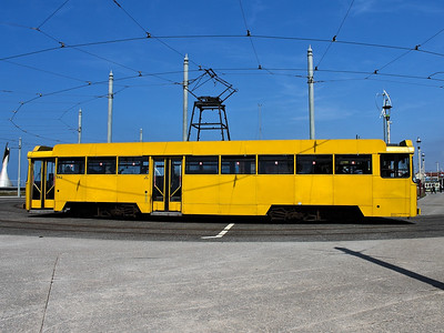 642 rounds the turning circle at Pleasure Beach on the 26th May 2013