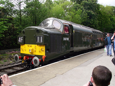 D6700 rests at Oxenhope on the 21st May 2011