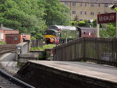 D6700 rounds the curve into Keighley on the 21st May 2011