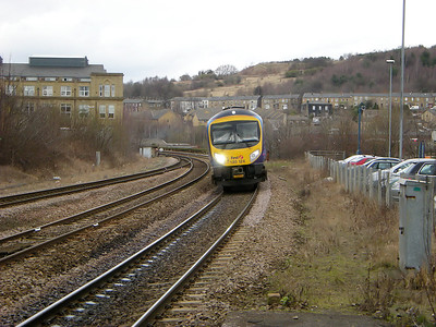 185124 slows for it's call at Dewsbury on the 15th March 2010
