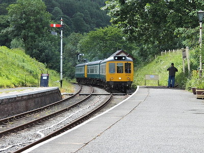 LO262 & 55005 arrive at Glyndyfrdwy on the 22nd June 2013