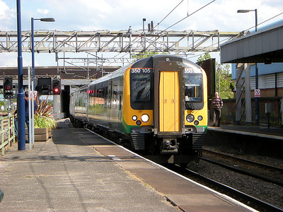 350105 arrives at Nuneaton on the 11th June 2009