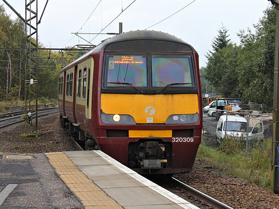 320309 hurries into Hyndland on the 11th October 2012