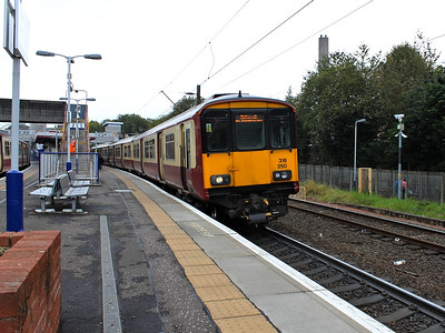 Pioneer class 318, no. 318250, pauses at Hyndland on the 11th October 2012
