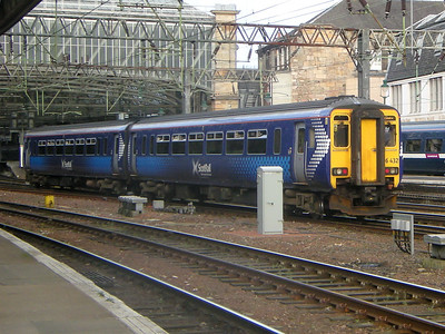 156432 ambles into Glasgow Central on the 19th October 2010