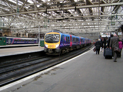 185121 rests following arrival at Glasgow Central on the 19th October 2010