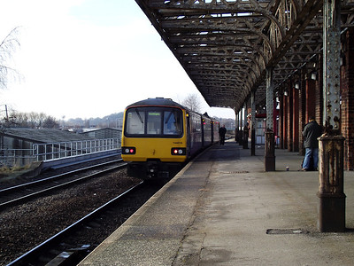 144016 stands at Wakefield Kirkgate on the 29th January 2011
