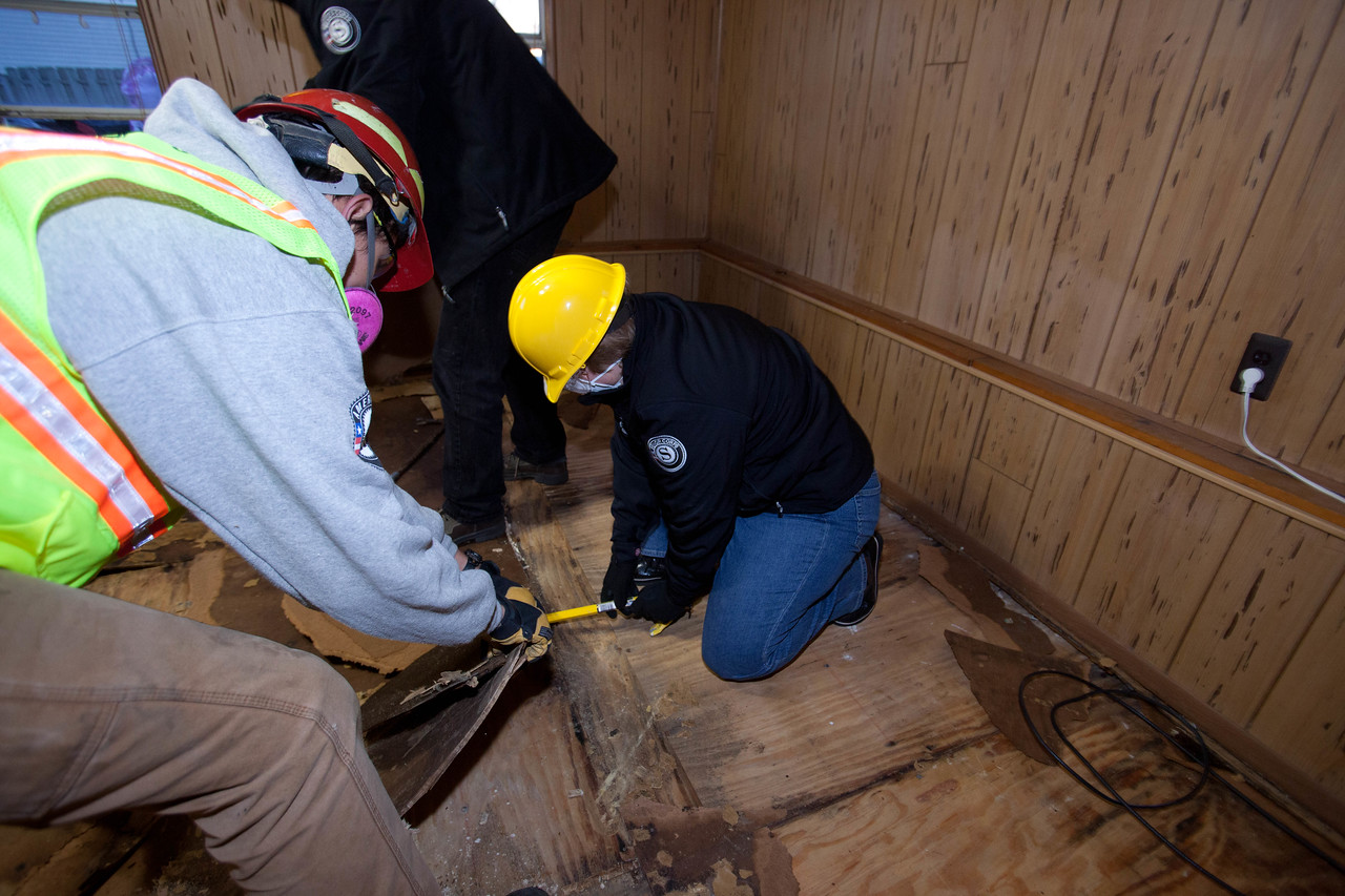 CNCS CEO Wendy Spencer and AmeriCorps members from the Washington Conservation Corps and AmeriCorps St. Louis removing flooring from a home Union Beach, NJ. Corporation for National and Community Service Photo.