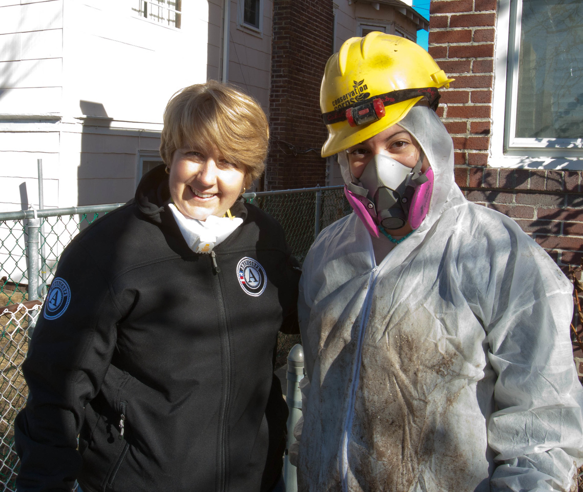 AmeriCorps member and CNCS CEO Wendy Spencer in Atlantic City, NJ. Corporation for National and Community Service Photo.