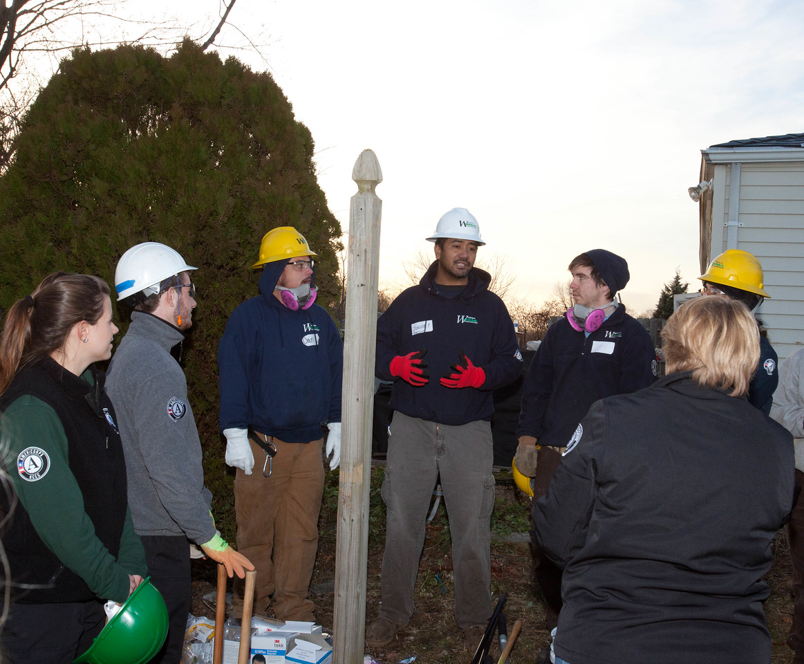 CNCS CEO, Wendy Spencer speaks to AmeriCorps members from the Washington Conservation Corps and AmeriCorps St. Louis in Union Beach, NJ. Corporation for National and Community Service Photo.