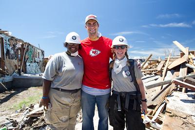 Kansas City Chiefs quarterback, Matt Cassel, poses with AmeriCorps NCCC members Aliecha Kearse and Teri Jacobs in Joplin, MO. (Photo by Scott Julian, 2011.)