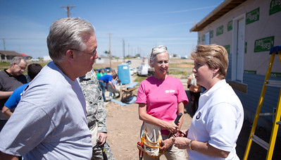 Missouri Governor Jay Nixon talks with Corporation for National and Community Service CEO Wendy Spencer. Corporation for National and Community Service Photo