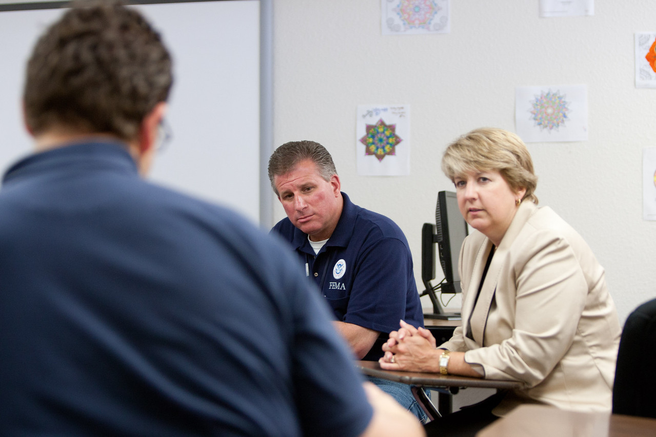 FEMA reserve and CNCS, CEO Wendy Spencer discuss response strategy. Corporation for National and Community Service Photo.