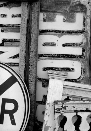 <center><h2>'Signs a-Plenty'</h2> Scott's Antiques, Atlanta, GA 9/09</center>