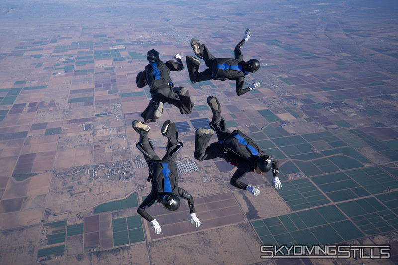 "<br><span class=""skyfilename"" style=""font-size:14px"">2018-12-29_skydive_sdaz_0040</span>"
