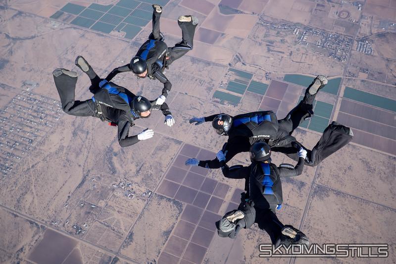 "<br><span class=""skyfilename"" style=""font-size:14px"">2018-12-29_skydive_sdaz_0055</span>"