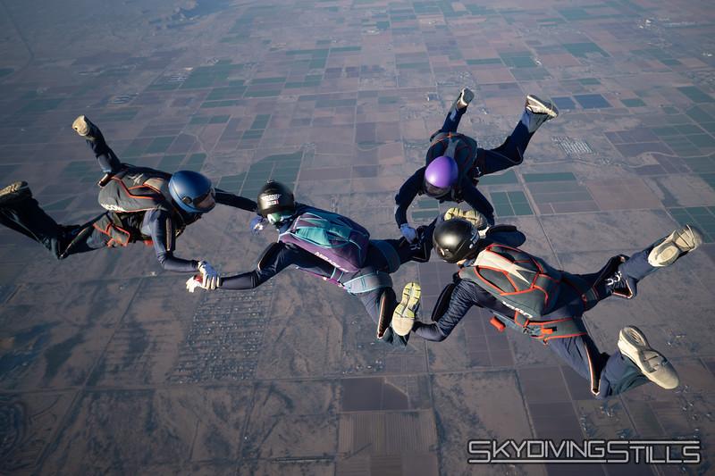 "<br><span class=""skyfilename"" style=""font-size:14px"">2018-12-26_skydive_sdaz_0827</span>"