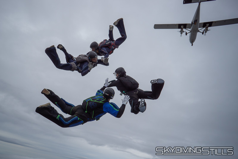"""Turning on the hill. <br><span class=""""skyfilename"""" style=""""font-size:14px"""">2018-09-07_skydive_csc_practice_0026</span>"""