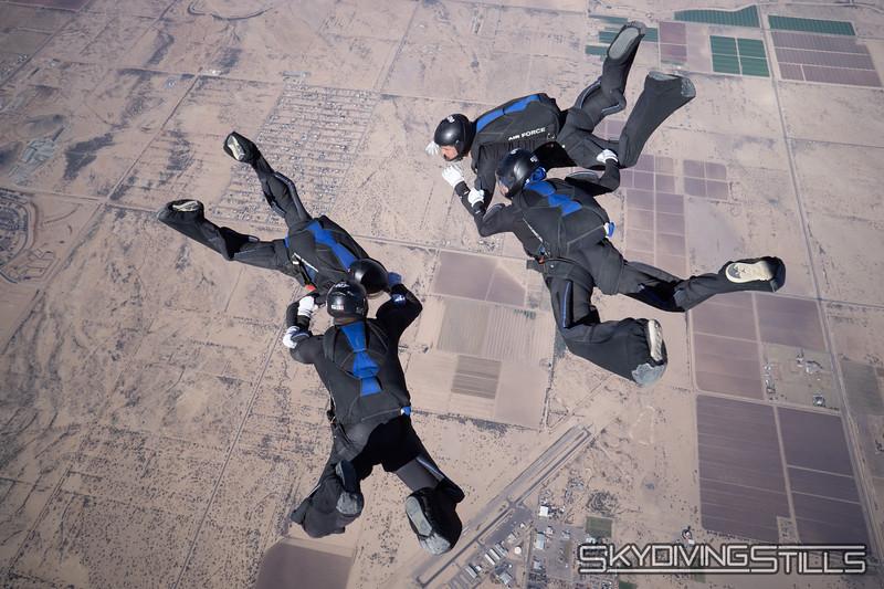 "<br><span class=""skyfilename"" style=""font-size:14px"">2018-12-28_skydive_sdaz_0606</span>"