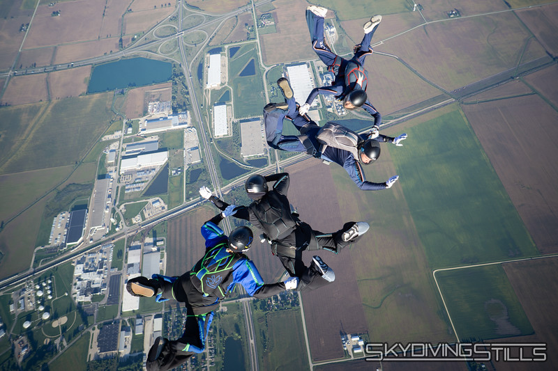 "<br><span class=""skyfilename"" style=""font-size:14px"">2018-09-09_skydive_csc_0168</span>"