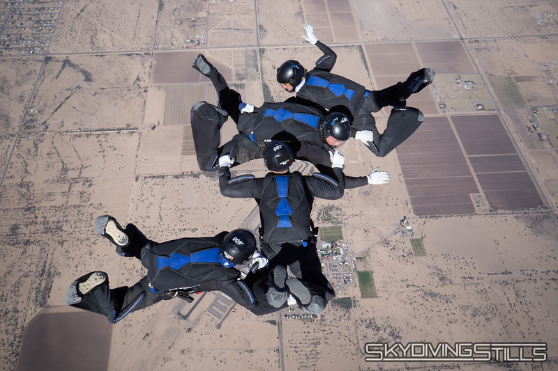 "<br><span class=""skyfilename"" style=""font-size:14px"">2018-12-28_skydive_sdaz_0642</span>"