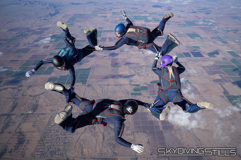 "<br><span class=""skyfilename"" style=""font-size:14px"">2018-12-26_skydive_sdaz_0679</span>"