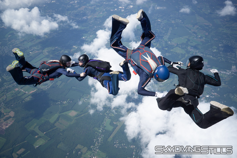 """Turning the 19. <br><span class=""""skyfilename"""" style=""""font-size:14px"""">2018-08-05_skydive_cpi_0210</span>"""