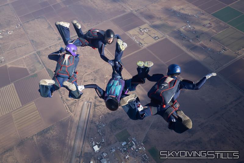 "<br><span class=""skyfilename"" style=""font-size:14px"">2018-12-26_skydive_sdaz_0117</span>"