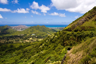 Nuʻuanu Pali overlook, looking north from the overlook at Kāneʻohe town and Kāneʻohe Bay beyondKoolau Mountain Range   Windward, O'ahu, Hawai'i