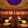 Le lounge du Compass Club au NewPort Bay Club Hotel