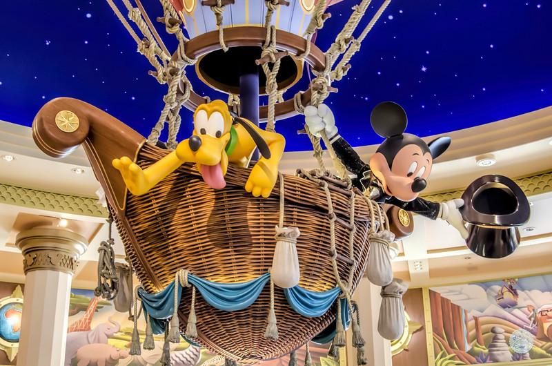 Mickey et Pluto lève les voiles