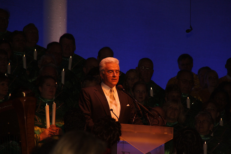 Candlelight Processional featuring John O'Hurley.