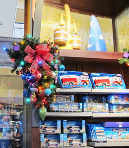 Contemporary shop; wreath and bow