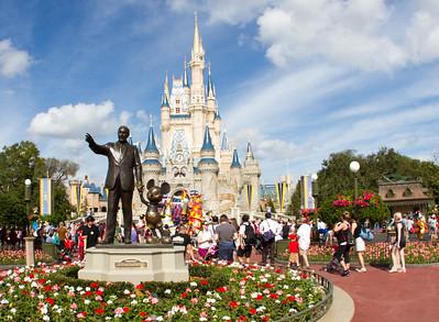 Magic Kingdom Visit - Mickey & Me Statue