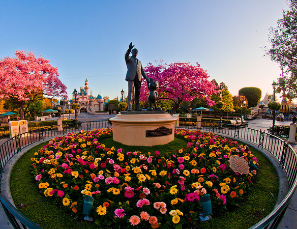 """The crowds thin out after the end of """"One More Disney"""" day in Disneyland. <br /> <br /> Read/view our One More Disney Day trip report: <a href=""""http://www.disneytouristblog.com/one-more-disney-day-disneyland-trip-report/"""">http://www.disneytouristblog.com/one-more-disney-day-disneyland-trip-report/</a>"""